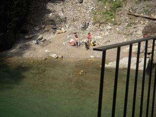 gemütlicher Badeplatz am wilden Rhein